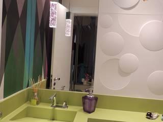 LAVABO: Banheiros  por Melanie Kiss Design de interiores