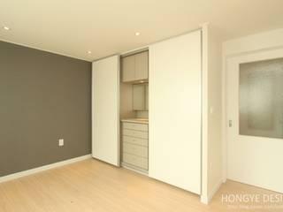 주말에 부부가 함께 요리할 수 있는 공간_25py주택: 홍예디자인의  침실