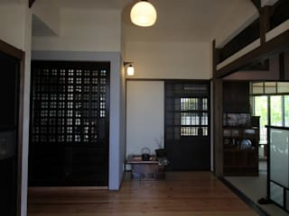Corridor & hallway by 大出設計工房 OHDE ARCHITECT STUDIO