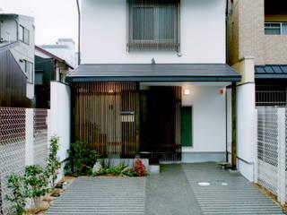 外観: 株式会社 岡﨑建築設計室が手掛けた廊下 & 玄関です。
