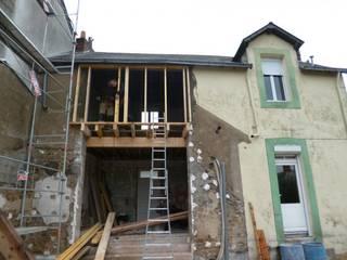 Back in Black - Extension et rénovation d'une maison individuelle:  de style  par LAUS architectes