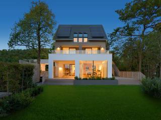 Casas de estilo moderno por Bau-Fritz GmbH & Co. KG