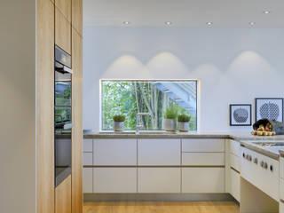 Cocinas de estilo moderno por Bau-Fritz GmbH & Co. KG