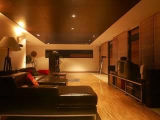 VIVIENDA UNIFAMILIAR EN LA PLAYA DE ESPIÑEIRO Salones de estilo moderno de EPB42 Arquitectura y Planeamiento, S.L Moderno