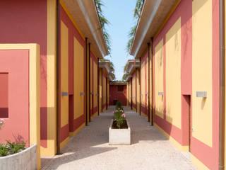 Residence Vista Lago: Ingresso & Corridoio in stile  di Studio d'architettura associato f.g.i. Visconti