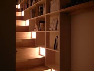 アーキグラフデザイン Modern corridor, hallway & stairs
