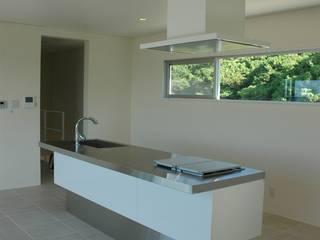 Y邸: (有)アマ設計事務所が手掛けたキッチンです。
