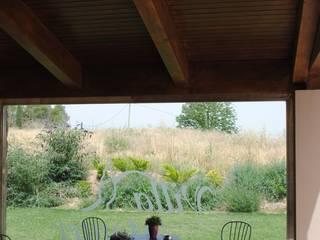 Porche de madera en Teruel: Hoteles de estilo  de CUTECMA Estructuras de madera