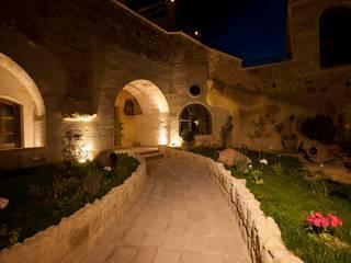 Kayakapi Premium Caves - Cappadocia Rustic style balcony, veranda & terrace