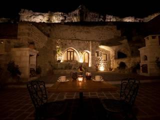 Balcon, Veranda & Terrasse rustiques par Kayakapi Premium Caves - Cappadocia Rustique