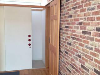 kinfolk design works Paredes y pisos de estilo ecléctico