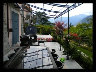 Terrazza e Giardino - Villa sul Lago di Como: Giardino in stile in stile Moderno di Formarredo Due