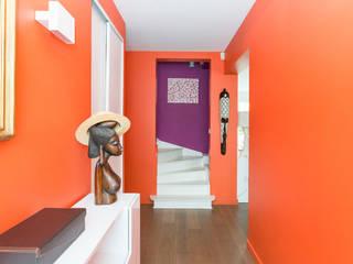 Aménagement et décoration d'une villa région St Germain en Laye: Couloir et hall d'entrée de style  par Katia Rocchia Home Designer