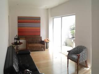 unouno estudio 現代風玄關、走廊與階梯