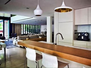 Modern kitchen by ESPACEA Modern