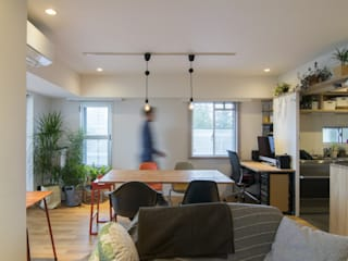Modern Dining Room by 株式会社エキップ Modern