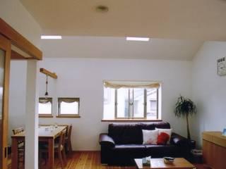 Living room by 株式会社 atelier waon, Modern