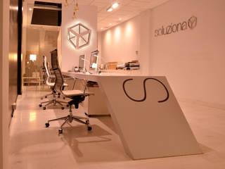 Estudio Soluziona Arquitectura. Ecija, Sevilla Soluziona Arquitectura Edificios de oficinas de estilo minimalista