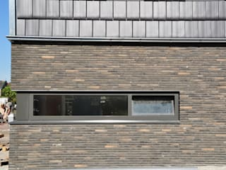 Moderne woning Oxhoofpad:  Muren door Nico Dekker Ontwerp & Bouwkunde