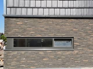 Moderne woning Oxhoofpad Moderne muren & vloeren van Nico Dekker Ontwerp & Bouwkunde Modern