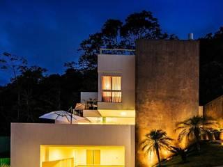 Ocean House 62: Casas  por Espezim Biazzetto Arquitetura,Moderno