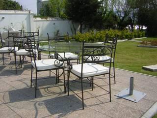 Mesas Sillas y Barandas forjadas:  de estilo  por La Reja