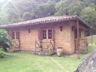 Casa Araras: Casas  por Fernando Menezes Arquitetura