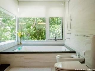 Vivienda en Grand Bell Baños modernos de AMADO arquitectos Moderno