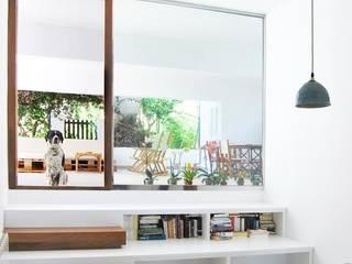 Reforma y Ampliación de una Vivienda Unifamiliar Salones de estilo moderno de SMXL arquitectos Moderno