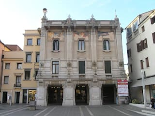 Ristrutturazione di un'appartamento a Venezia isola di S.Pietro di Castello.: Case in stile  di architetto marco calzavara