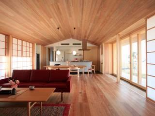 大紅葉の家 モダンデザインの リビング の アーキウェルワークス一級建築士事務所 モダン