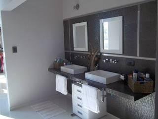 Modern Bathroom by concepturbano Modern