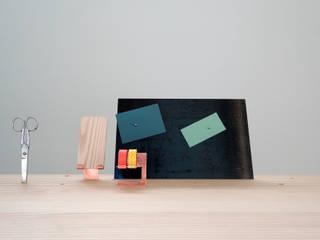 'Back to Basic' - desk Minimalist study/office by Studio Isabel Quiroga Minimalist