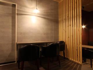 Paredes de estilo  por 株式会社ハウジングアーキテクト建築設計事務所, Ecléctico Madera Acabado en madera