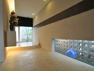 エントランススペース: 一級建築士事務所ATELIER-LOCUSが手掛けた廊下 & 玄関です。