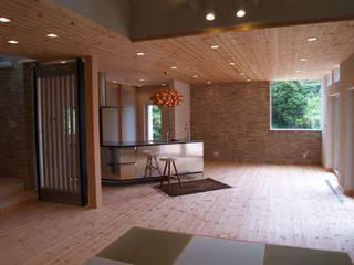 リビングダイニングスペ-ス: 一級建築士事務所ATELIER-LOCUSが手掛けたリビングです。