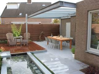 Giardino moderno di Hoveniersbedrijf Guy Wolfs Moderno