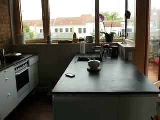 modern  by LEOSTEEN Steinholz - farbiger Beton aus Naturstoffen, Modern