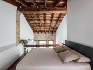 Dormitorios de estilo moderno de amBau Gestion y Proyectos Moderno