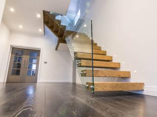 Metal construction floating treads staircase with frameless glass balustrade. by Railing London Ltd Сучасний
