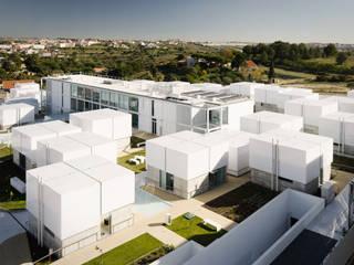 Vista aérea do Complexo Casas mediterrânicas por guedes cruz arquitectos Mediterrânico