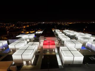 Vista Aérea Exterior Noite: Casas  por guedes cruz arquitectos