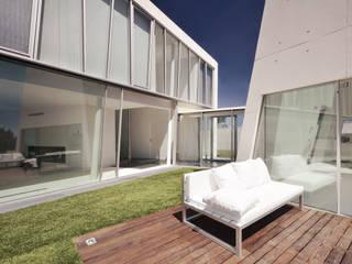 Casa em Alcoutins, Lisboa Casas minimalistas por guedes cruz arquitectos Minimalista