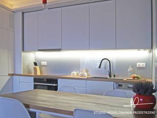 Studio Modelowania Przestrzeni Cocinas de estilo moderno Tablero DM Blanco