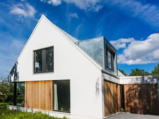 Modern Houses by ScanaBouw BV Modern