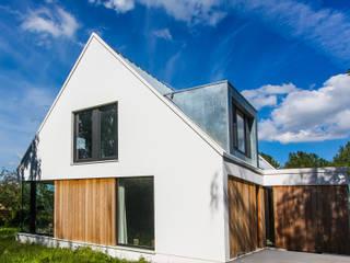 Casas modernas de ScanaBouw BV Moderno