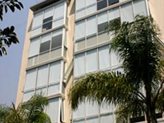 Sinaloa 107 Balcones y terrazas modernos de Boué Arquitectos Moderno