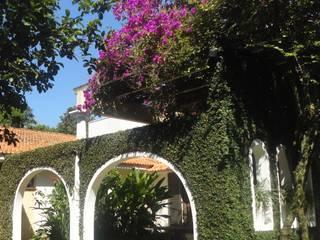 Residência do Pátio do Arcos : Terraços  por Marisol Réquia Arquitetura,