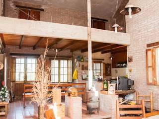 Vivienda en Mayu Sumaj: Comedores de estilo  por Abitar arquitectura
