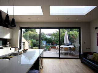 Ashurst Road Minimalist kitchen by IQ Glass UK Minimalist